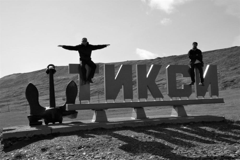 Крест на берегу Ледовитого океана.
