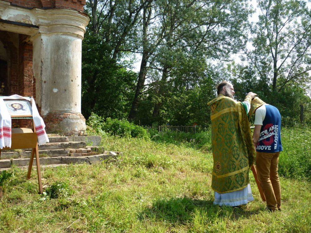 Литургия в Храме Покрова Пресвятой Богородицы в деревне Вычелобок 25 июня 2016г.
